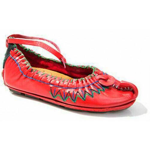 کفش چاروق قرمز