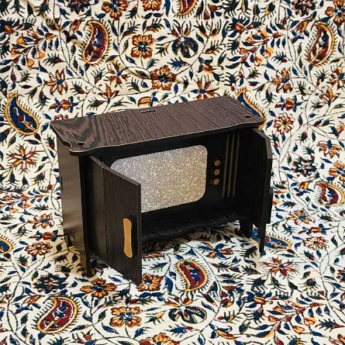 تلویزیون کمدی قدیمی چوبی