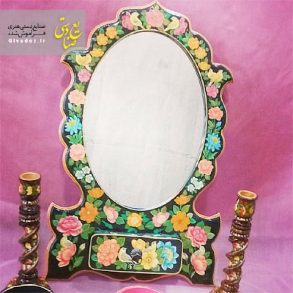 آینه و شمعدان گل مرغ